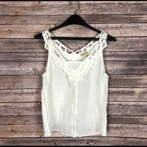 Holding Horses | Anthropologie Linen Lace Top Med